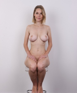 sexy naked women showing pussy